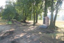 Obelisk-poświęcony-2-Dywizjonowi-Artyleri-Konnej-z-Dubna-postawiony-na-polu-bitwy-w-miejscu-stanowisk-ogniowych