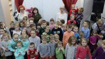 """WMiejskiej iGminnej Bibliotece Publicznej odbył się teatrzyk kukiełkowy dla dzieci – """"Przygody Wilka"""""""