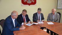 Umowa nadofinansowanie boiska przy II LO wWieluniu została podpisana