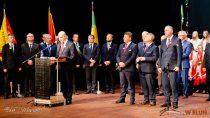 """Podczas uroczystej sesji samorządów zpowiatu wieluńskiego wręczono medale honorowe – """"Zasłużony dla Ziemi Wieluńskiej"""""""