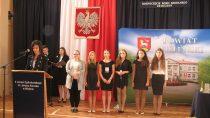 WII LO im J. Korczaka wWieluniu odbyła się inauguracja Nowego Roku Szkolnego ipodpisano umowę owspółpracy