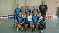 Zespół zeSzkoły Podstawowej wOstrówku wygrał Mistrzostwa Powiatu Wieluńskiego wUnihokeju Dziewcząt