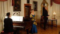 """WMuzeum Wnętrz Dworskich wOżarowie odbył się spektakl """"Fryderyk Chopin Homo Artifex"""""""