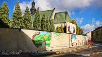 Dyrektor Wieluńskiego Domu Kultury Elżbieta Kalińska zdradziła kulisy powstania muralu namurze uSióstr Bernardynek