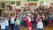 """WOżarowie świętowano 100 lat Niepodległej podhasłem """"Kochamy Cię Polsko…"""""""