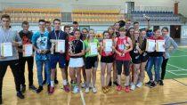 Reprezentacje dziewcząt ichłopców zZS nr1 wWieluniu zdobyły brązowe medale podczas Mistrzostw Województwa wbadmintonie