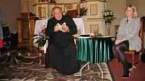 Wkościele p.w. św.Wawrzyńca wDąbrowie odbyło się spotkanie zksiędzem Bigajem ijego poezją
