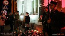 Wielunianie uczcili jubileusz Niepodległej izłożyli 100 biało-czerwonych róż podpomnikiem Marszałka Piłsudskiego