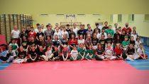 Zawodnicy Sportowego Klubu Taekwon-do Niedźwiedź pamiętali o100-leciu niepodległości