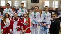 Zawodnicy SKT Niedźwiedź naMikołajkowych Mistrzostwach wywalczyli ponad 40 medali