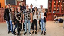 Reprezentacja II LO im.J. Korczaka wWieluniu zajęła 2 miejsce wFinale Mistrzostw Województwa Łódzkiego wszachach drużynowych