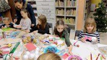 WFilii Bibliotecznej wTurowie dzieci własnoręcznie zrobiły ozdoby nachoinkę