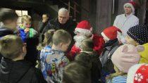 Św. Mikołaj odwiedził dzieci wparafii św.Barbary wWieluniu