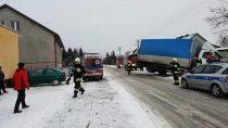 Dwa samochody uszkodzone wwyniku zdarzenia drogowego