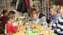 """WDąbrowie odbyły się warsztaty plastyczne dla dzieci – """"Ozdoby bożonarodzeniowe"""""""