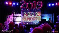 Sylwestrowym Balem Koszyczkowym ipokazem laserów mieszkańcy Wielunia powitali Nowy 2019 Rok