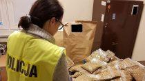 13 kilogramów tytoniu bezakcyzy znalazła policja u47-letniego mieszkańca Wielunia