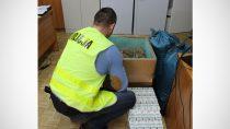 Policja złapała 37-latka z480 paczkami papierosów orazponad 46 kg tytoniu niewiadomego pochodzenia