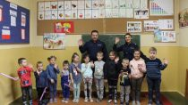 Policjanci wSzkole Podstawowej wŁaszewie zapoznali dzieci zzasadami szeroko rozumianego bezpieczeństwa