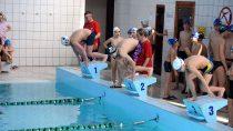 """331 osób wystartowało wXVIII Powiatowych Mistrzostwach Wielunia Amatorów wPływaniu """"Bij Mistrza"""""""