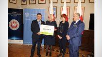 Burmistrz Wielunia odebrał promesę nautworzenie żłobka wWieluniu