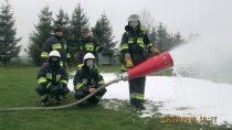 Strażacy zOSP Ożarów przeprowadzili ćwiczenia ztechnik gaszenia pożarów