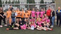 Drużyny dziewcząt zII LO orazchłopców zZS nr2 wWieluniu najlepsze wpiłce nożnej Mistrzostw Powiatu Wieluńskiego