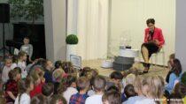"""""""Dorośli czytają dzieciom"""" – akcja biblioteki miejskiej zokazji Międzynarodowego Dnia Rodzin"""