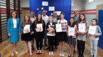 Wszkole wKadłubie rozstrzygnięto międzyszkolny konkurs literacki nawiersz oprzyjaźni