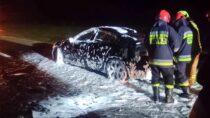 Na110 km drogi S8 doszło dopożaru samochodu osobowego