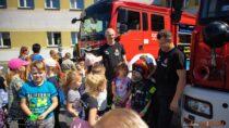 Wieluńscy strażacy zorganizowali wswojej siedzibie Dzień Dziecka