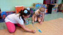 """WGminnej Bibliotece Publicznej wMokrsku dzieci tworzyły """"Miasteczko zbajki"""""""
