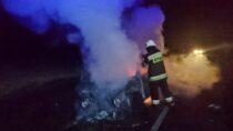 Trzy zastępy straży wysłano dogaszenia palącego się samochodu wRychłocicach