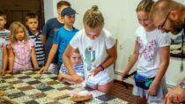 Ogień żywioł udomowiony – kolejne zajęcia dla dzieci wwieluńskim muzeum