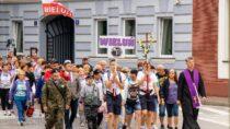 Mieszkańcy Wielunia pożegnali pielgrzymów 156. Wieluńskiej Pieszej Pielgrzymki naJasną Górę