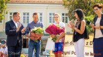 Mistrzyni Polski Dominika Włodarczyk została uroczyście powitana przezmieszkańców Wielunia