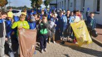 """Uczniowie SP wBieniądzicach wzięli udział wakcji """"Sprzątanie świata"""" – """"Nie śmiecimy – sprzątamy – zmieniamy!"""""""