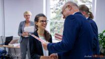 51 najlepszych uczniów iabsolwentów powiatu wieluńskiego otrzymało stypendia starosty
