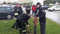 Wieluńscy strażacy skontrolowali podwzględem bezpieczeństwa przeciwpożarowego os.Stare Sady wWieluniu