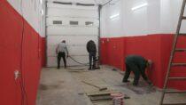 """Strażacy zOSP Ożarów sami wyremontowali ,,stary"""" garaż"""