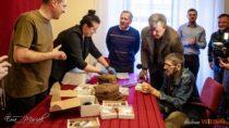 Zbiory Muzeum Ziemi Wieluńskiej wzbogaciły artefakty zekshumacji wStarym Ochędzynie