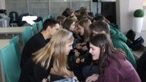 Wmiejskiej bibliotece odbyły się warsztaty zporadnictwa zawodowego dla uczniów zII LO wWieluniu