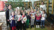 Przedszkolaki zSP wRudzie wFilii Bibliotecznej uczyły się jak zostać czytelnikiem