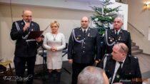 Spotkanie wigilijne wDąbrowie. Druhowie zOchotniczej Straży Pożarnej podzielili się opłatkiem