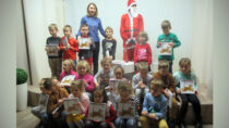 """Dzieci zPP nr2 były wbibliotece miejskiej naspotkaniu """"W poszukiwaniu św.Mikołaja"""""""
