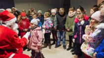 Dzieci zparafii św.Barbary wWieluniu otrzymały prezenty odMikołaja
