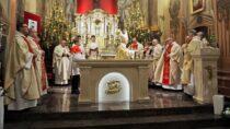 Wkościele św.Józefa wWieluniu odbyła się konsekracja ołtarza