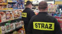 Akcja pomocy strażaków zOSP Dąbrowa wzakupach osobom starszym isamotnym