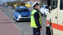 Patrole policyjne sprawdzają przestrzeganie nowych przepisów wpowiecie wieluńskim
