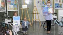 """Aleksandra Wójcik iWiktoria Krajcerzwyciężyły wkonkursie """"Moja ulubiona książka – projekt okładki"""""""